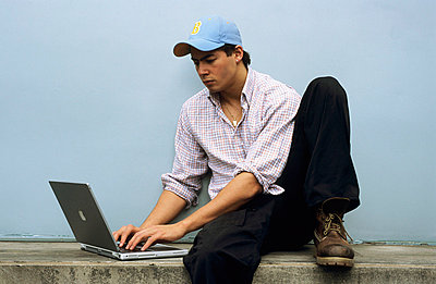 Am Laptop - p2200391 von Kai Jabs