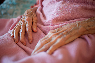 Close up of wrinkled hands of senior woman - p555m1409186 by Shestock