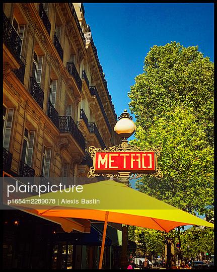 Bar in Paris - p1654m2289078 von Alexis Bastin