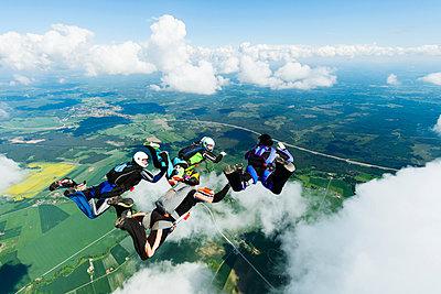 Sky-divers in air - p312m993194f by Hans Berggren
