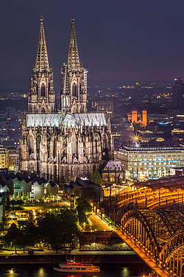 Cologne cathedral at night - p401m1464674 by Frank Baquet