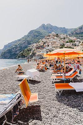 Badegäste am Strand von Positano - p432m2045432 von mia takahara