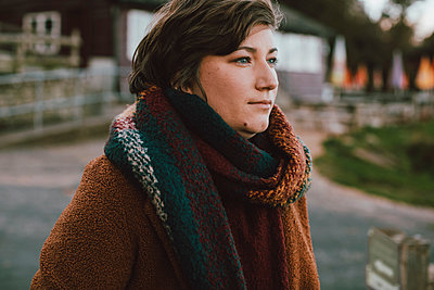 Young woman wearing autumn scarf - p301m2213632 by Toby Mitchell