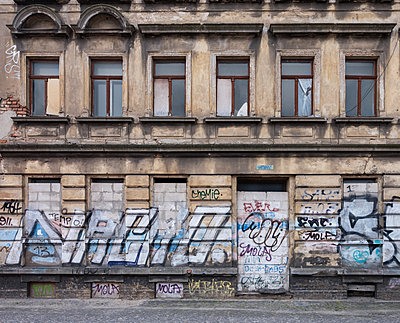 Unrestored dilapidated old building facade - p390m2149779 by Frank Herfort