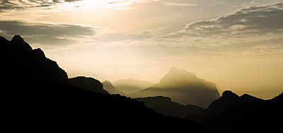 Silhouette mountains against sky during sunset - p1166m1209610 by Cavan Images
