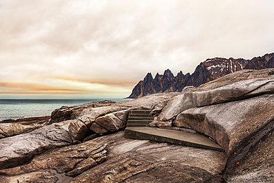 Felsenlandschaft auf Senja - p1168m1355215 von Thomas Günther