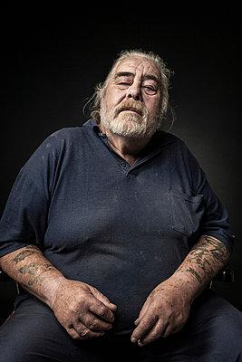 Portrait of an elderly man - p403m933323 by Helge Sauber