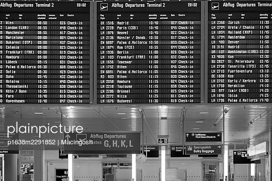 Anzeigetafel im Flughafen - p1638m2291852 von Macingosh