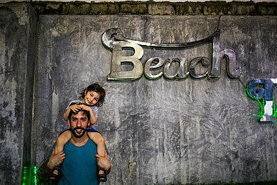 Vater und Sohn, Porträt - p680m1511532 von Stella Mai