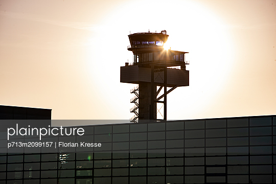 p713m2099157 by Florian Kresse