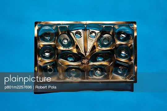Leere Pralinenbox - p801m2257696 von Robert Pola