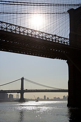 Bridge in New York - p972m1136681 by Sesse Lind