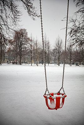 Schaukel im Schnee - p1272m2108388 von Steffen Scheyhing