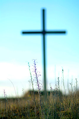 Cross with grass in foreground - p3484867 by Magdalena Lindholm