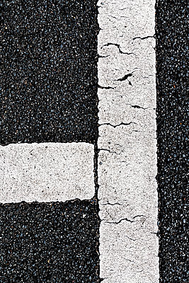 Marking lines on asphalt - p401m1589535 by Frank Baquet