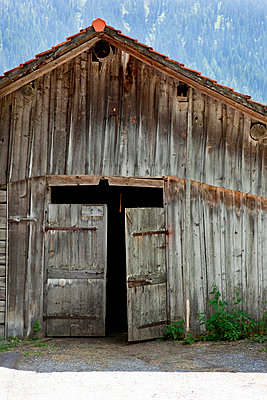 Wooden barn - p6370124 by Florian Stern