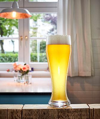 Huge beer glass - p962m1217125 by Robert Schlossnickel