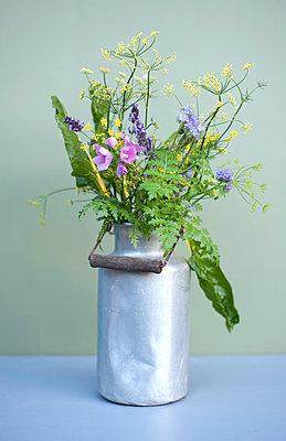 Blumen aus dem Garten - p116m2222744 von Gianna Schade