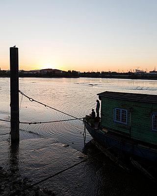 Hausboot in Hamburg-Wilhelmsburg - p1222m1585879 von Jérome Gerull