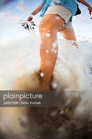 Frau am Strand - p3227308 von Simo Vunneli