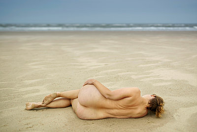 Nude at the beach - p1132m949274 by Mischa Keijser