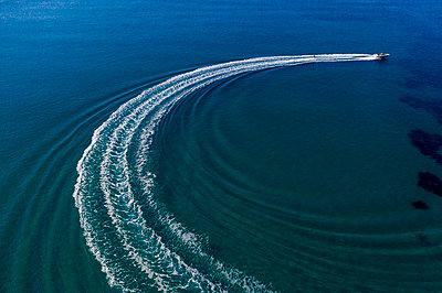 Motorboot fahren - p1437m2107341 von Achim Bunz