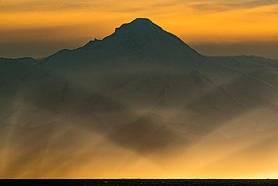 Alaska, Silhouette of a mountain - p1455m2204757 by Ingmar Wein
