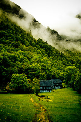 Little farm in the mountains - p2481187 by BY