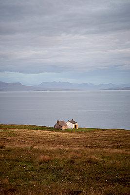 Häuser an der schottischen Westküste - p1124m1491946 von Willing-Holtz