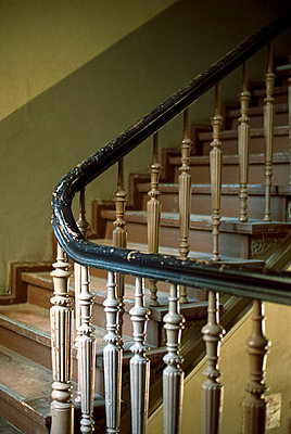 Staircase - p1210m1044247 by Ono Ludwig