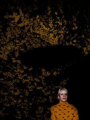 Frau und Schatten - p1279m1172613 von Ulrike Piringer