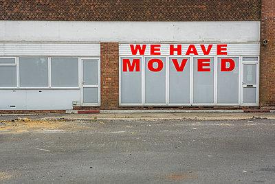 Verlassener und heruntergekommener Laden - p1057m1041404 von Stephen Shepherd