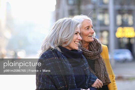 Unterwegs - p981m2086765 von Franke + Mans