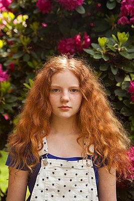 schönes rothaariges Mädchen - p045m1461157 von Jasmin Sander