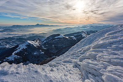 Monte Cucco Park, sunrise on Apennines in winter, Umbria, Italy, Europe - p871m1520665 by Lorenzo Mattei