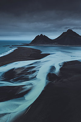 Glacial rivers and sharp mountains in East Iceland - p1634m2210377 by Dani Guindo