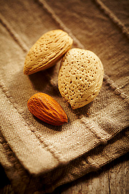 Almonds on a napkin - p968m658851 by roberto pastrovicchio