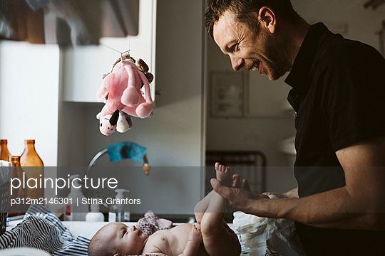 Father with baby at home - p312m2146301 by Stina Gränfors