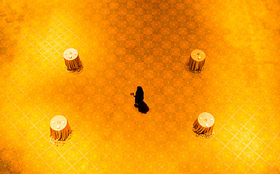High angle view of woman walking on gold floor - p555m1411676 by ac productions