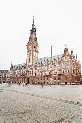 Germany, Hamburg, view to town hall - p300m1023230f by Arthur Selbach