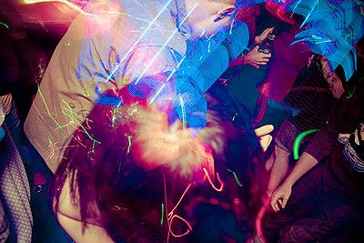 People dance to dubstep in Amazon Bar, Hanoi, Vietnam, Asia - p934m832471 by Dominic Blewett