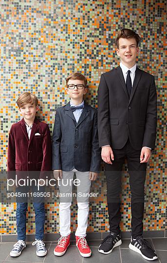 Brüder im Anzug - p045m1169505 von Jasmin Sander