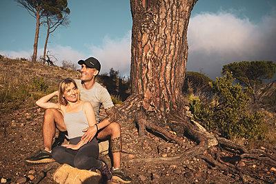Sporty couple takes a break on hiking trip - p1640m2260966 by Holly & John