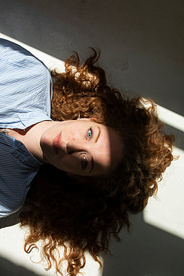 Portrait of red-haired woman  - p276m2124879 by plainpicture