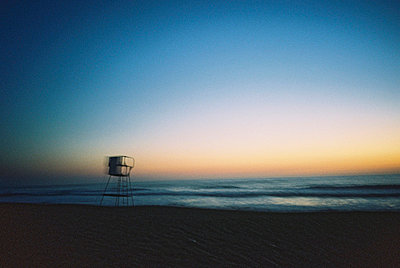 Life-guard tower in the evening - p567m720734 by Sandrine Agosti Navarri