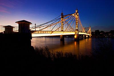 Albert Bridge - p1399m2030689 by Daniel Hischer