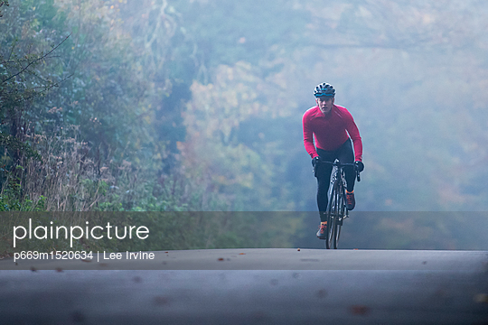 Morning Ride - p669m1520634 by Lee Irvine