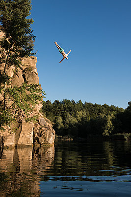 Cliff diver - p1142m1220745 by Runar Lind