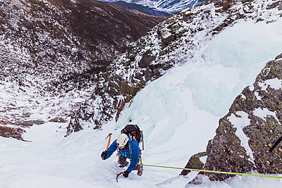 High angle view of hiker ice climbing at White Mountains during winter - p1166m1566943 by Cavan Images