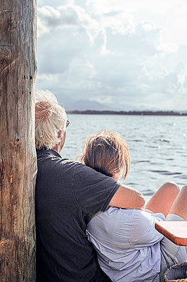 Senior couple by the lake - p1609m2253811 by Katrin Wolfmeier